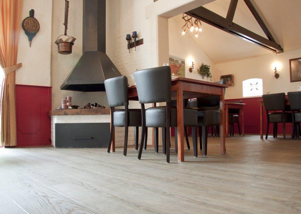 Inrichting eetcafe Windstreken in Elst met Floortile